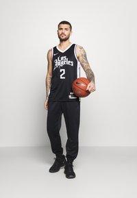 Nike Performance - NBA LOS ANGELES CLIPPERS KAWHI LEONARD CITY EDITION SWINGMAN - Article de supporter - black/white - 1