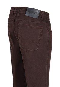 Brühl - MIT SPEZIAL-SCHMIRGEL - Slim fit jeans - dunkelrot - 2
