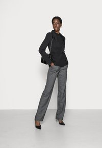 ONLY Tall - ONLPOPTRASH SUKI WIDE CHECK - Trousers - black - 1