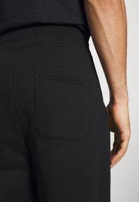 GANT - ARCHIVE SHIELD  - Teplákové kalhoty - black - 5