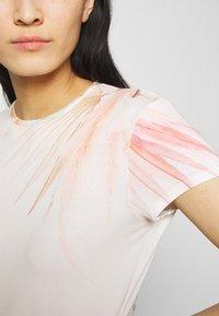 Ted Baker - SERAHNA - T-shirt imprimé - cream - 5