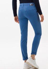 BRAX - SHAKIRA - Slim fit jeans - clean light blue - 5