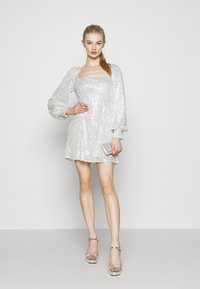 Missguided - BALLOON SLEEVE TIE BACK DRESS - Cocktail dress / Party dress - silver - 1