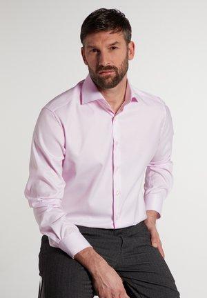 MODERN FIT - Formal shirt - rose
