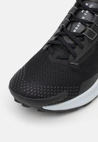 Nike Performance - PEGASUS TRAIL 3 - Löparskor terräng - black/pure platinum/dark smoke grey - 5