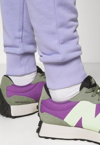 NU-IN - BASIC SLIM FIT JOGGERS - Tracksuit bottoms - light purple - 4