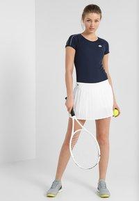 Lacoste Sport - TENNIS SKIRT - Sportovní sukně - white - 1