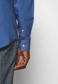 Calvin Klein Tailored - STRETCH SLIM - Formal shirt - blue - 4