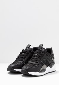 Guess - TYPICAL - Sneakers laag - black - 4