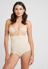 MAGIC Bodyfashion - MAGIC MULTI WAY BRA - Sujetador sin tirantes/multiescote - latte - 1