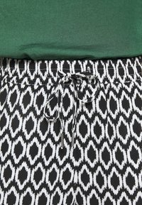 ONLY - ONLNOVA LIFE PANT - Trousers - black - 6