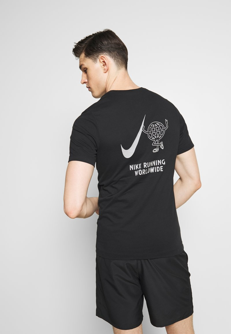 Nike Performance - WILD RUN GLOBEY - Camiseta estampada - black