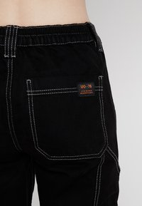 BDG Urban Outfitters - CONTRAST SKATE - Relaxed fit -farkut - black - 5