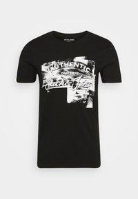 JJDEN TEE CREW NECK - Print T-shirt - black