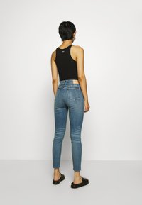 Calvin Klein Jeans - HIGH RISE SKINNY ANKLE - Jeans Skinny Fit - mid blue embro - 2
