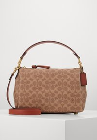 SIGNATURE SHAY CROSSBODY - Handbag - tan/rust