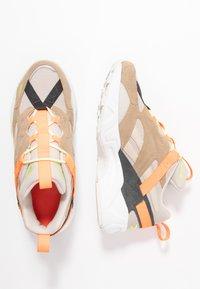 Reebok Classic - AZTREK 96 ADVENTURE - Sneakers - stucco/sand beige/solar orange - 3