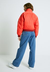 Levi's® - LYDIA REVERSIBLE PUFFER - Zimní bunda - poppy red - 2