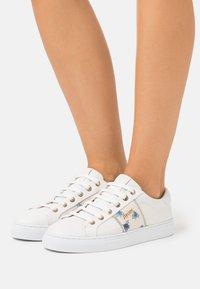 JOOP! - CORTINA LISTA CORALIE  - Sneakersy niskie - offwhite - 0