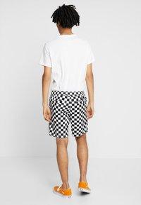 Vans - MN RANGE SHORT 18 - Shorts - black/white - 2