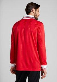 adidas Performance - MUFC ICONS TEE - Klubbkläder - real red - 2