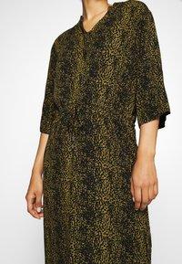 Soaked in Luxury - ZAYA DRESS - Denní šaty - olive - 5
