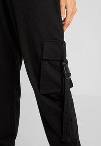 Missguided - SEAT BELT CARGO TROUSER - Tracksuit bottoms - black - 6