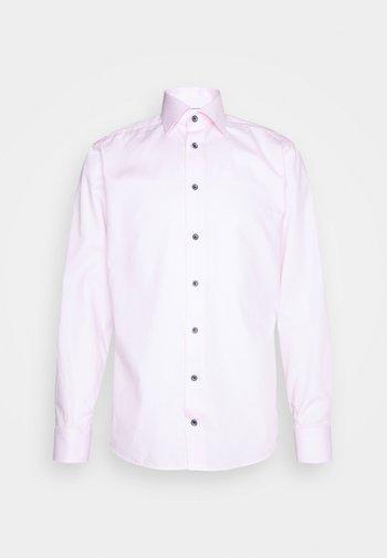 SLIM FINE WEAVE  - Formal shirt - pink