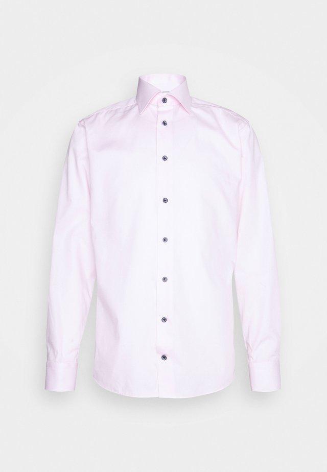 SLIM FINE WEAVE  - Zakelijk overhemd - pink