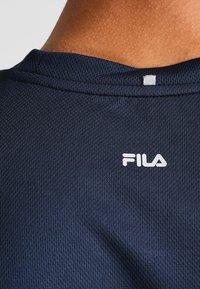 Fila - TIM  - Print T-shirt - peacoat blue/fila red - 4