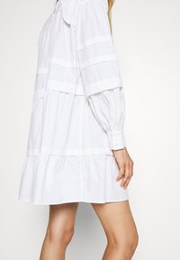 Bruuns Bazaar - ROSIE GENEVA DRESS - Robe d'été - white - 6