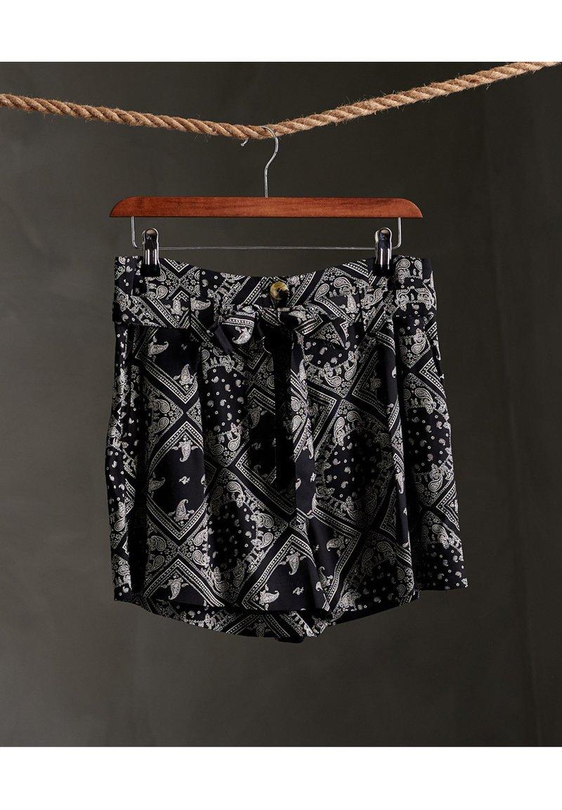 Superdry - DESERT PRINTED - Shorts - black aop