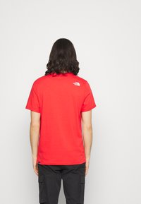 The North Face - STANDARD TEE - T-shirts med print - horizon red - 2