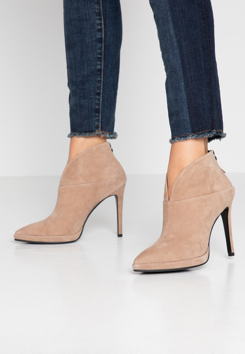 Lola Cruz - High heeled ankle boots - taupe