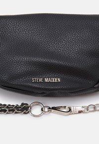 Steve Madden - BGULIANA BELT BAG - Bum bag - black - 3