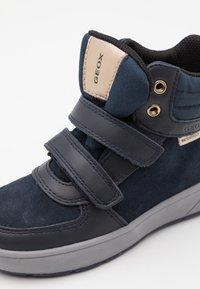 Geox - SLEIGH GIRL WPF - Zapatillas altas - dark navy - 5