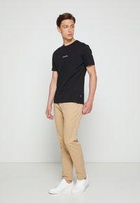 Calvin Klein - SUMMER GRAPHIC  - T-Shirt print - black - 1