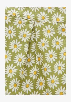 MIT MARGERITEN - Shorts - green