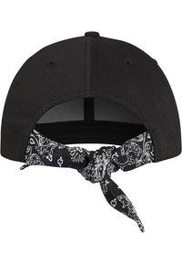 Flexfit - CURVED BANDANA TIE SNAPBACK - Cap - black - 2