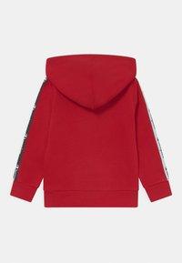 Champion - AMERICAN TAPE HOODED UNISEX - Sweatshirt - red - 1