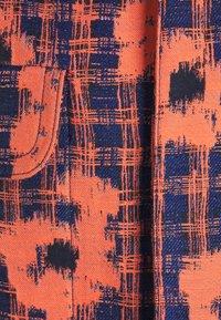 Henrik Vibskov - BETWEEN - Lehká bunda - orange/blue - 2