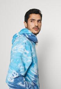 GAP - TIE DYE HOOD - Sweatshirt - blue - 3