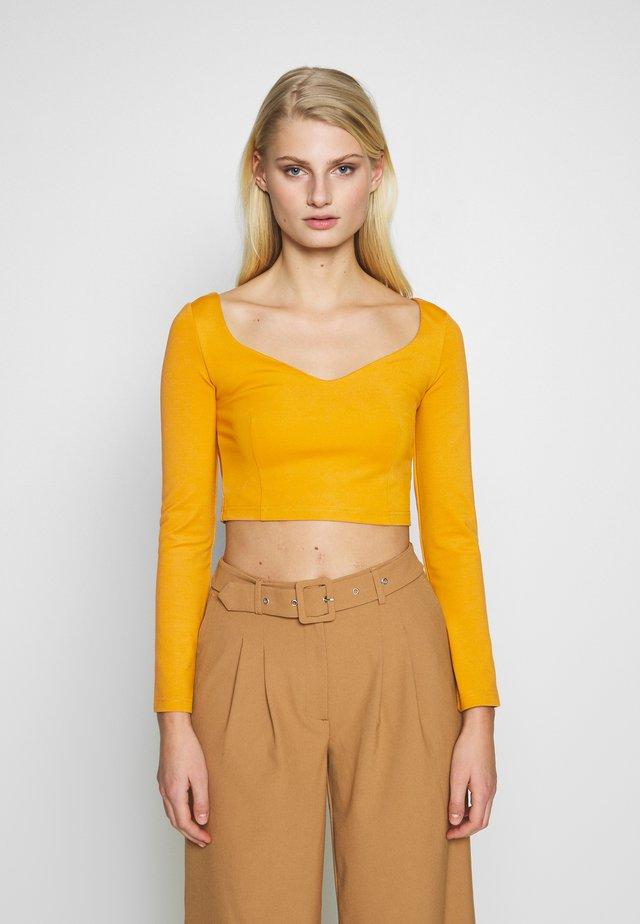 SQUARE NECK - Camiseta de manga larga - mustard