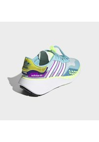 adidas Originals - CHOIGO RUNNER T&F RUN SHOES - Joggesko - blue - 2