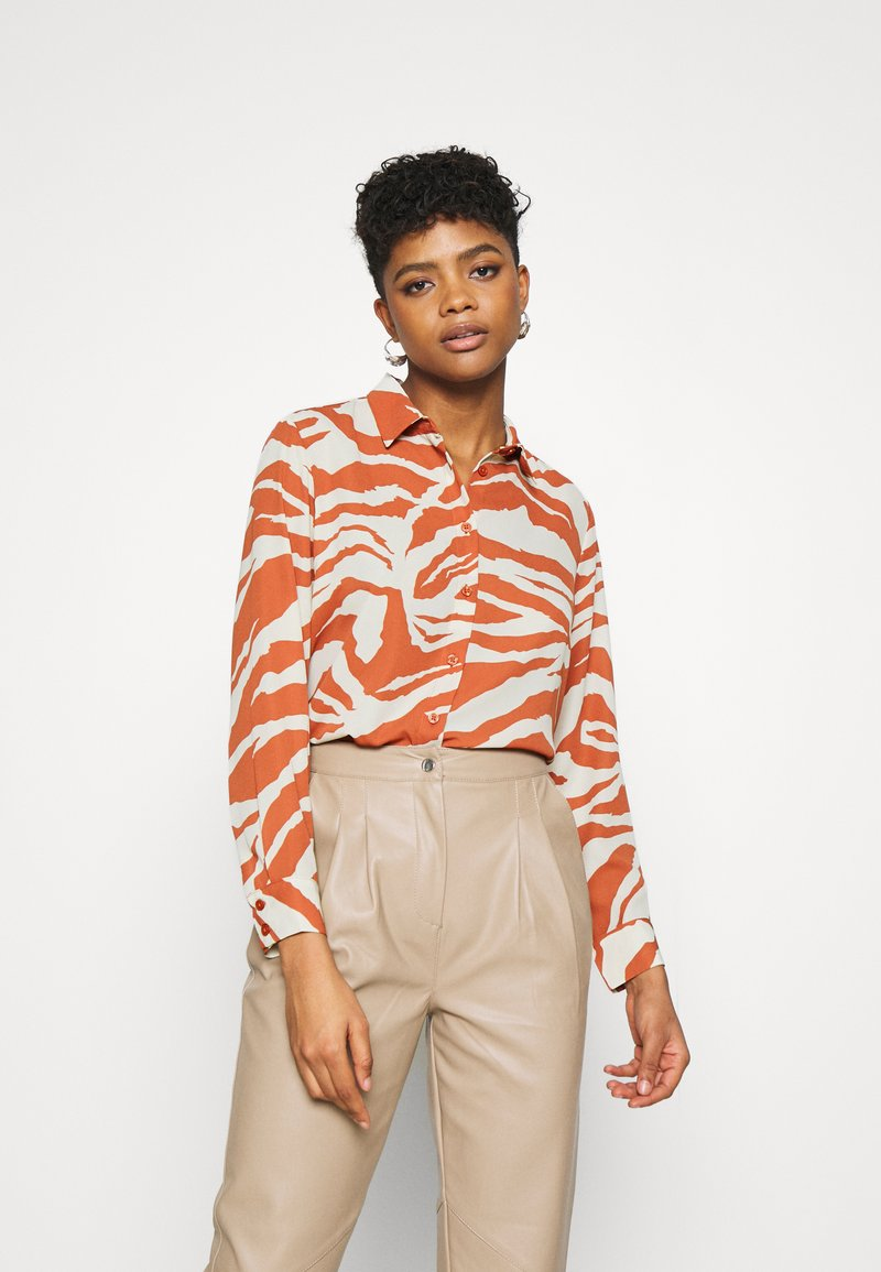 Monki - ASSA BLOUSE - Button-down blouse - orange