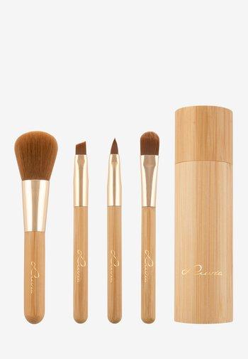 TRAVEL BAMBOO TUBE - Makeup brush set - -