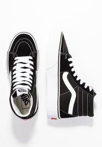 Vans - SK8 PLATFORM 2.0 - Zapatillas altas - black/true white - 5