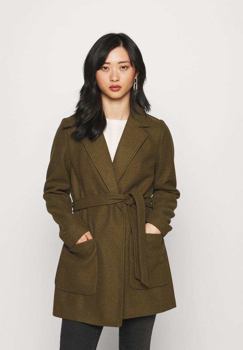 VILA PETITE - VICATTY BELTED COLLAR COAT - Classic coat - dark olive