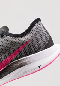 Nike Performance - ZOOM PEGASUS TURBO 2 - Neutrala löparskor - black/pink blast/atmosphere grey/white - 5