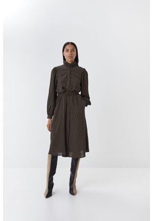 LEVIRAGZ DRESS MS20 - Blousejurk - black w capers
